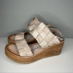 AS98 Nude Leather Wedge Sandals RARE Size 7,5 Gorgeous Luxury Italian leather